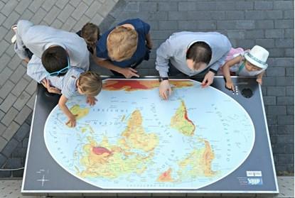 Снимка на Mapa Świata - udźwiękowiona, tyflograficzna mapa fizyczna, pomoc dydaktyczna